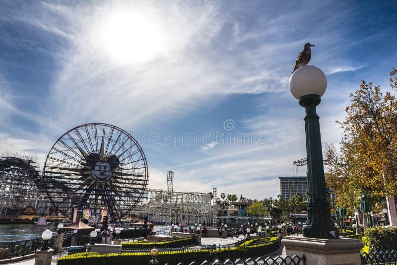 Os tiros do parque da aventura de Disney Califórnia, são um parque temático situado em Anaheim foto de stock