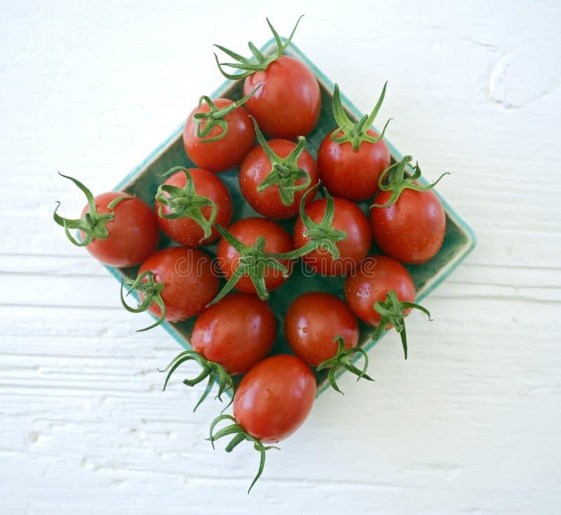 Os tomates de cereja da ameixa fecham-se acima imagens de stock