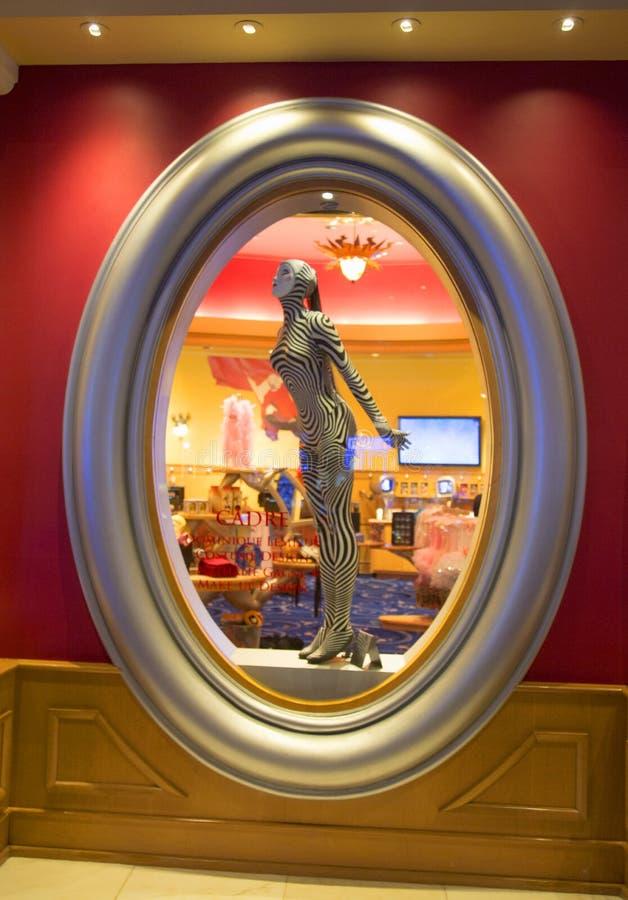 Os trajes projetados para O mostram por Cirque du Soleil na exposição no hotel de Bellagio fotografia de stock