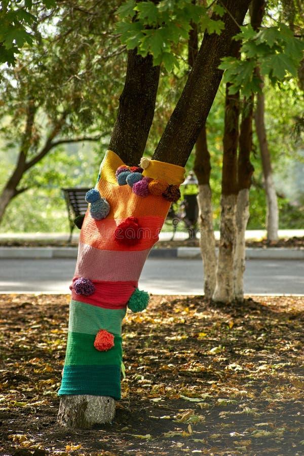 Os troncos de árvore decoraram a confecção de malhas fotografia de stock royalty free