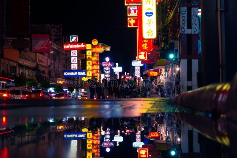 Os turistas estão viajando na cidade Chian de Bangok foto de stock royalty free