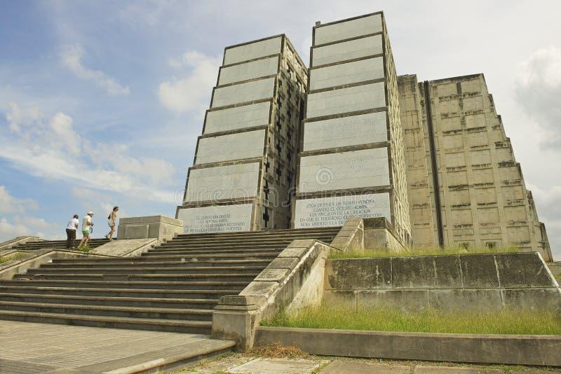 Os turistas visitam o farol de Christopher Columbus em Santo Domingo, República Dominicana foto de stock royalty free