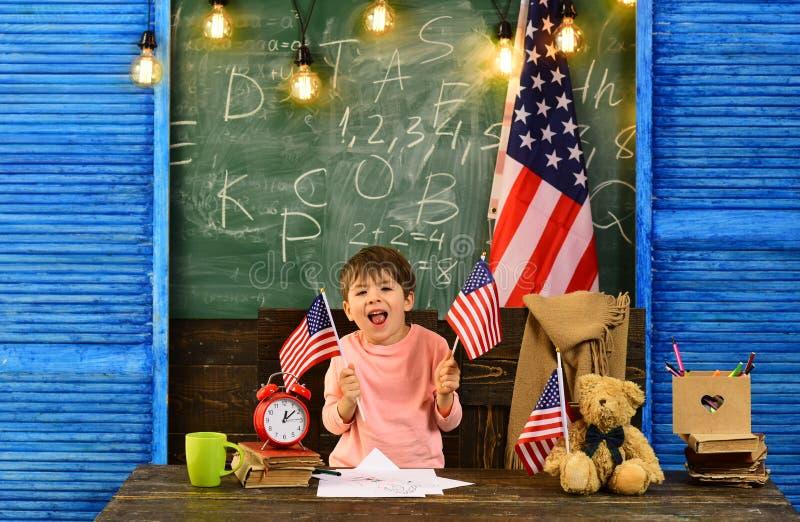 Os tutores trabalham proximamente com escolas e professores e podem encontrar-se na escola Tutoria individual você deve adaptar-s fotos de stock