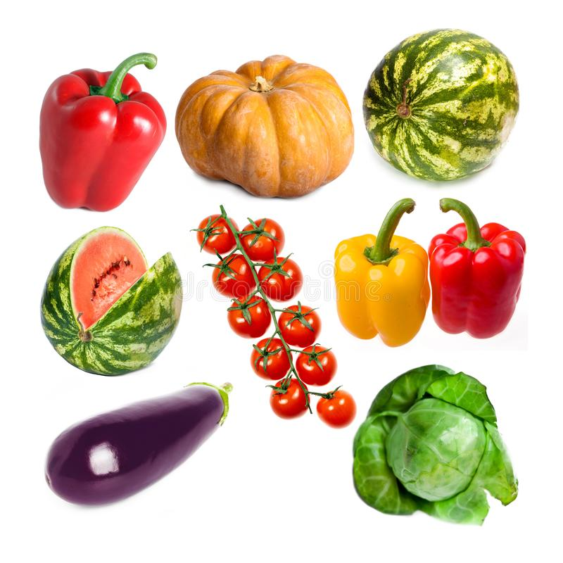 Os vegetais ajustaram-se em uma abóbora branca do fundo, pimenta doce, couve, melancia, beringela, ramo dos tomates foto de stock royalty free
