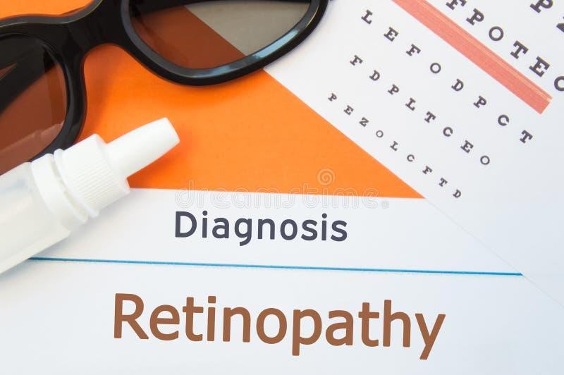 Os vidros, as gotas de olho e a carta de teste do olho são em torno do Retinopathy do diagnóstico da inscrição Foto para causas,  fotos de stock