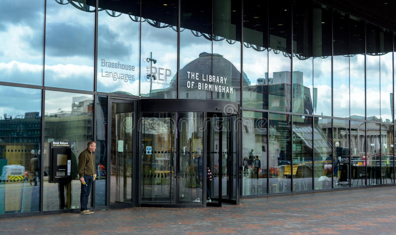 Os vidros extasiam à biblioteca de Birmingham fotografia de stock