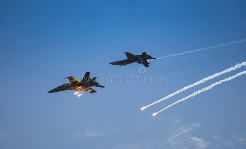Os zangões de RMAF disparam em alargamentos em LIMA Expo fotografia de stock