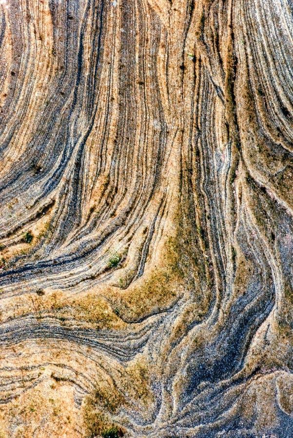 Osadowe skały abstrakcjonistyczni graficznego projekta tła, - colourful skał warstwy tworzył przez cementacji i świadkowania - obrazy stock