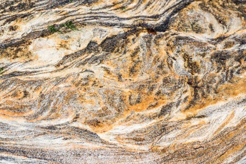 Osadowe skały abstrakcjonistyczni graficznego projekta tła, - colourful skał warstwy tworzył przez cementacji i świadkowania - zdjęcia stock