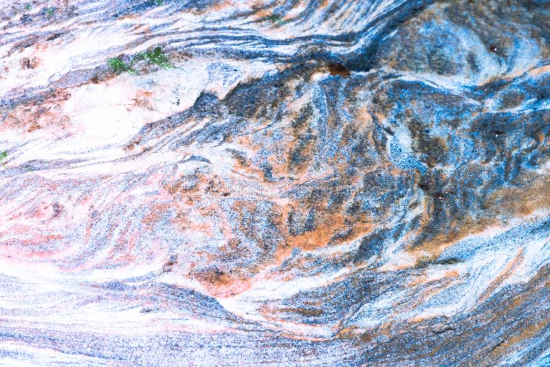 Osadowe skały abstrakcjonistyczni graficznego projekta tła, - colourful skał warstwy tworzył przez cementacji i świadkowania - fotografia stock