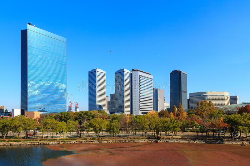 Osaka Business Park im Herbst stockfotografie