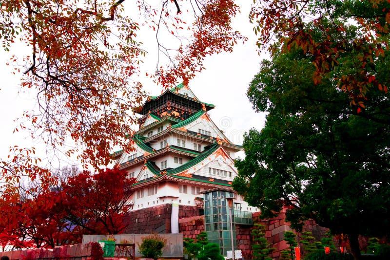 Osaka Castle als das berühmte historische Wahrzeichen der Stadt japan lizenzfreie stockfotos