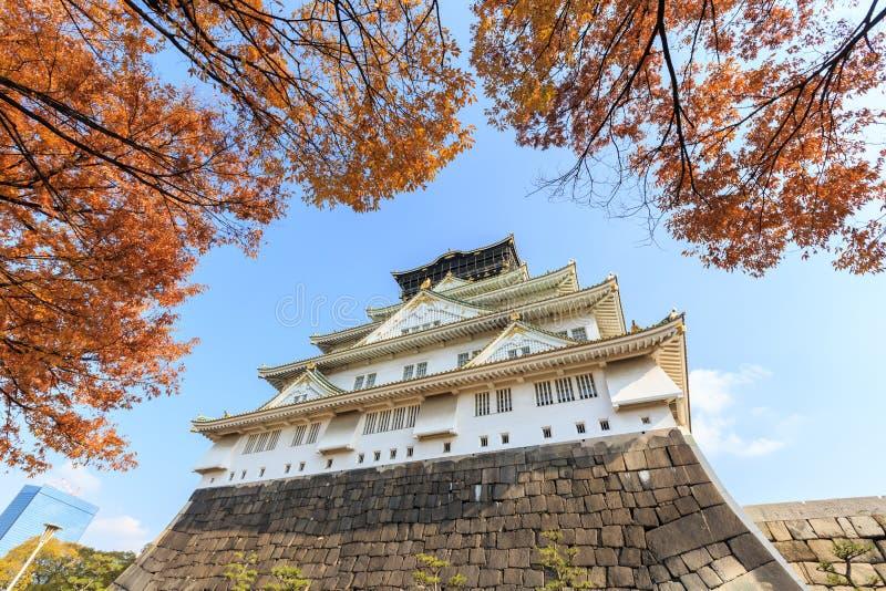 Osaka Castle bij de herfstseizoen stock foto