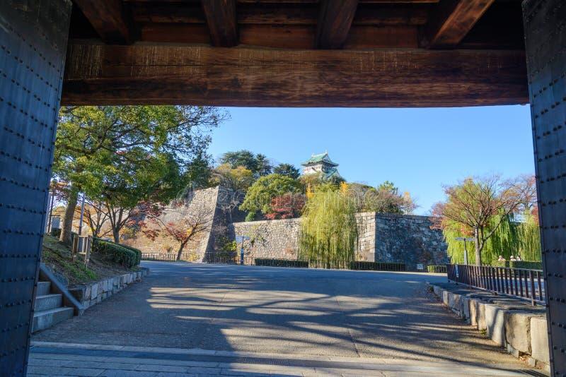 Osaka Castle in de herfst, Osaka stock foto's