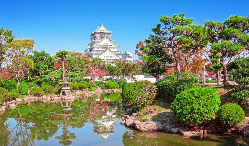 Osaka Castle in de stad van Osaka stock foto's