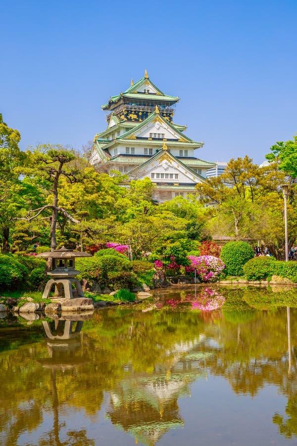 Osaka Castle-het nadenken stock afbeelding