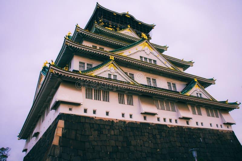 Osaka Castle i höstsäsong, en av den mest berömda gränsmärket arkivbilder