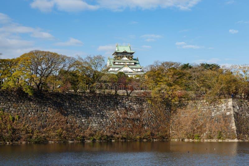Osaka Castle im Herbst lizenzfreie stockfotos