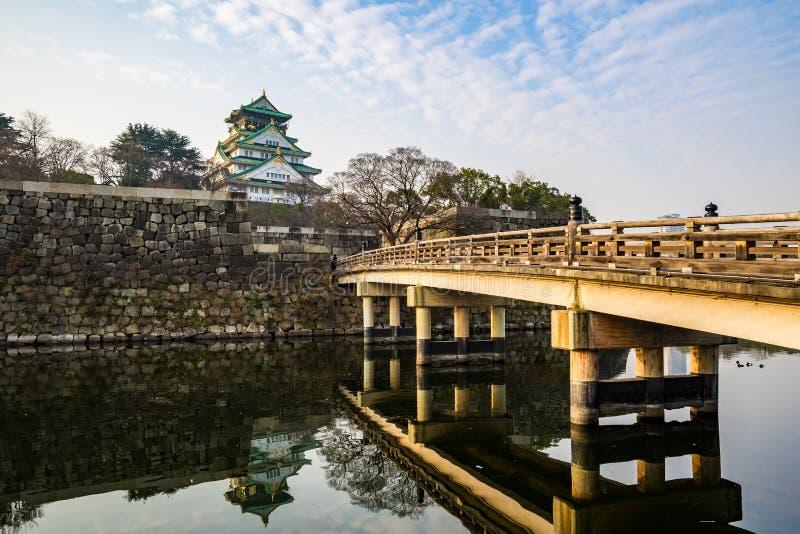 Osaka Castle-oriëntatiepunt van Osaka in Japan stock foto's