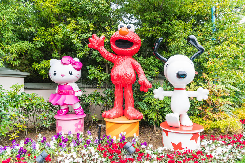 OSAKA, GIAPPONE - 21 NOVEMBRE 2016: Elmo, Kitty e Snoopy in Halloween fotografia stock