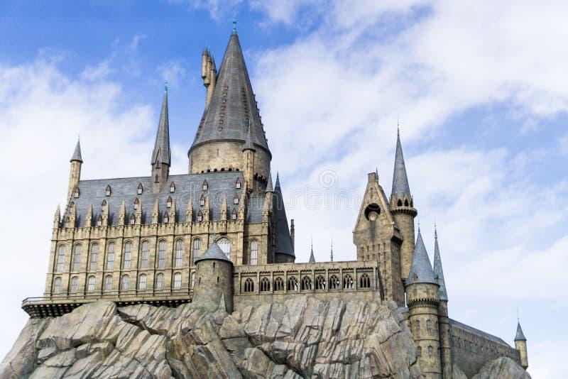 Osaka, Japão - 13 de fevereiro de 2017: Mundo Harry Potter do feiticeiro da escola do castelo de Hogwarts no universal fotos de stock