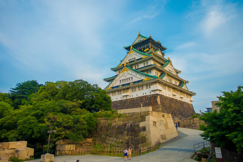 OSAKA, JAPÃO - 18 DE JULHO DE 2017: Osaka Castle em Osaka, Japão O castelo é um do ` s de Japão a maioria de marcos famosos imagens de stock royalty free