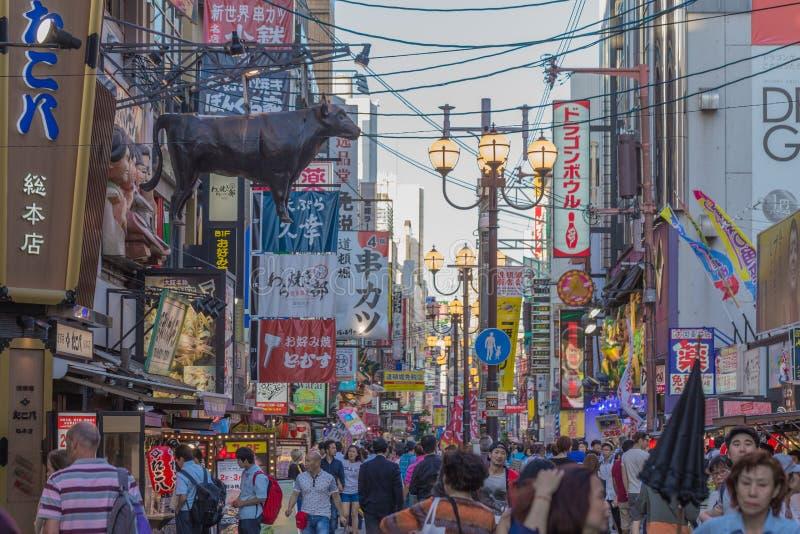 Osaka, Japão - 2 de junho de 2016: Curso em Dontonbori foto de stock