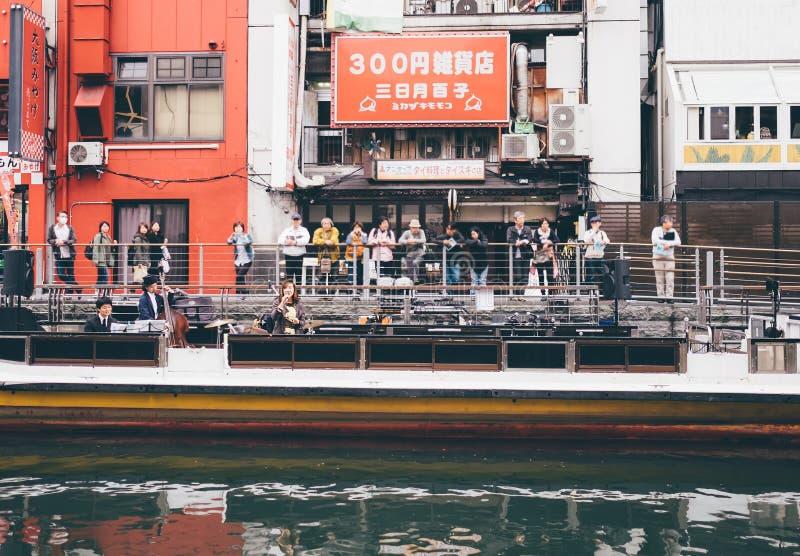 OSAKA, JAPÃO - SETEMBRO, 1: As mostras da banda de jazz em Dotonbori Ca fotos de stock royalty free