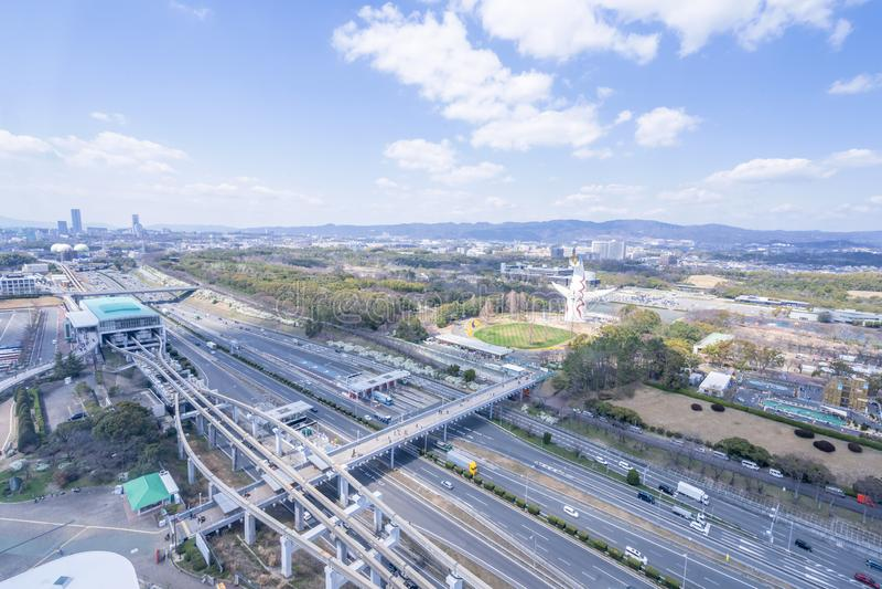 Osaka, Japón - marzo 26, 2019: Vista aérea de la torre del Sun, Taiyo No To, expo '70 en el parque Bampaku de la conmemoración de fotografía de archivo
