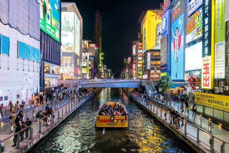 OSAKA Japan - April 28 2017: Billbords på Dotonbori i Osaka, Japan Det är en av de främsta turist- destinationerna i Osaka, arkivbilder