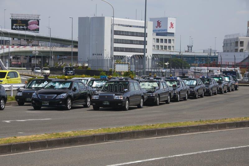 Osaka Japan - AUGUSTI 10, 2015: Osaka taxi nära Osaka Internati arkivbild