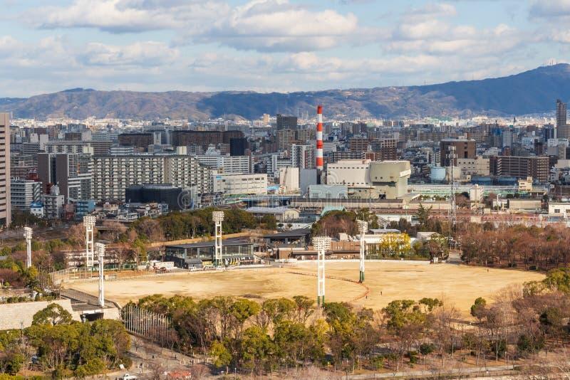 OSAKA, JAPAN - Februari 1, 2019: De stad van Osaka scape en grond voor sporten bij dag Genomen een foto van meningspunt het hoogs royalty-vrije stock foto