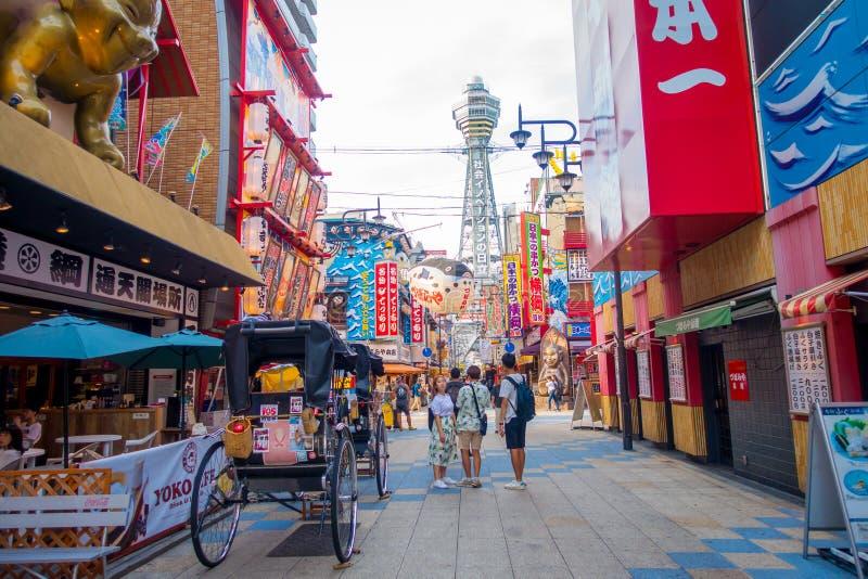 OSAKA, JAPAN - JULI 18, 2017: De Tsutenkakutoren is een toren en een bekend oriëntatiepunt van Osaka Het wordt gevestigd in royalty-vrije stock fotografie
