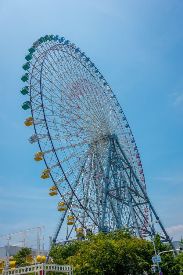 OSAKA, JAPAN - JULI 18, 2017: Tempozan Ferris Wheel in Osaka, Japan Het wordt gevestigd in Tempozan-Havendorp, naast stock foto's