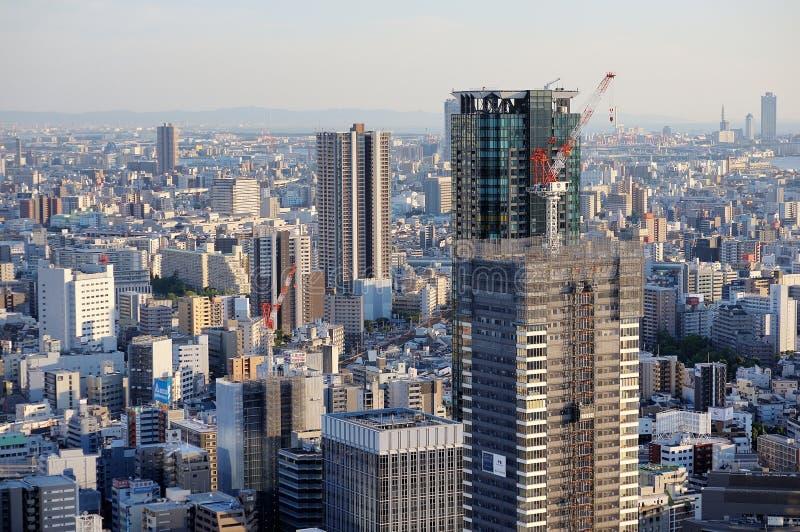 OSAKA JAPAN - JUNI 16, 2018: Osaka Skyline sikt från den Umeda himmelbyggnaden royaltyfri bild