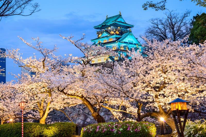 Osaka Japan på Osaka Castle i vår arkivfoto