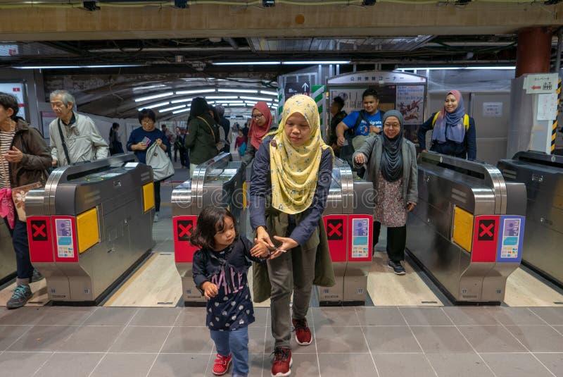 OSAKA, JAPON 9 NOVEMBRE 2018 : Un musulman de groupe a juste pour passer le thr photos stock