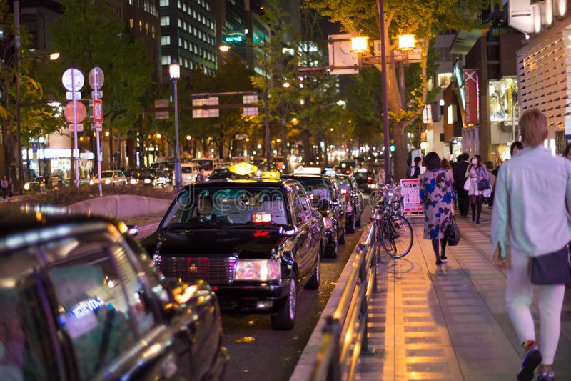 Osaka, Japonia - 7 2015 NOV nocnej zmiany taxi Czarny * w kolejce w centrum miasta shinsaibashi, Osaka, Japonia zdjęcie stock