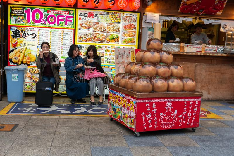 OSAKA NANIWA-KU, OSAKA-SHI, CHOME, JAPÃO 12 DE NOVEMBRO DE 2018: Uni foto de stock royalty free