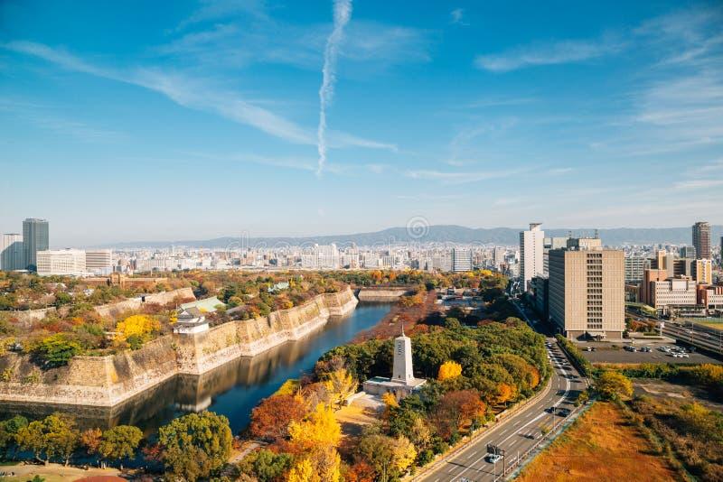 Osaka-Schlosspark und städtische Stadt am Herbst in Japan stockfotos
