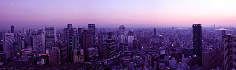 Osaka-Skyline am Sonnenuntergang lizenzfreies stockbild