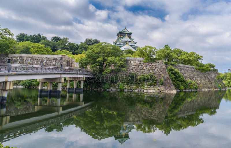 Osaka slott eller Osaka-jo i Japan royaltyfri foto