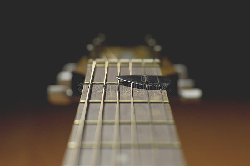 Osamotniona akustyki gitara zdjęcie royalty free