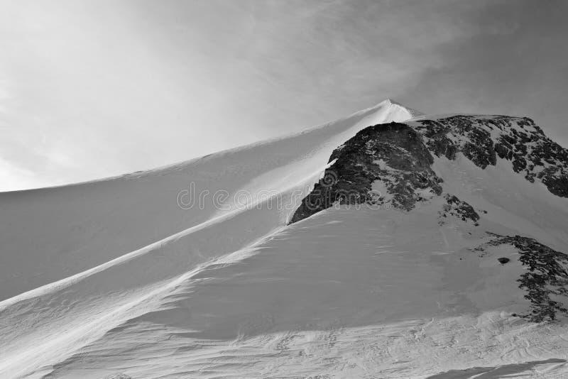 osamotniona góra silna zdjęcie stock