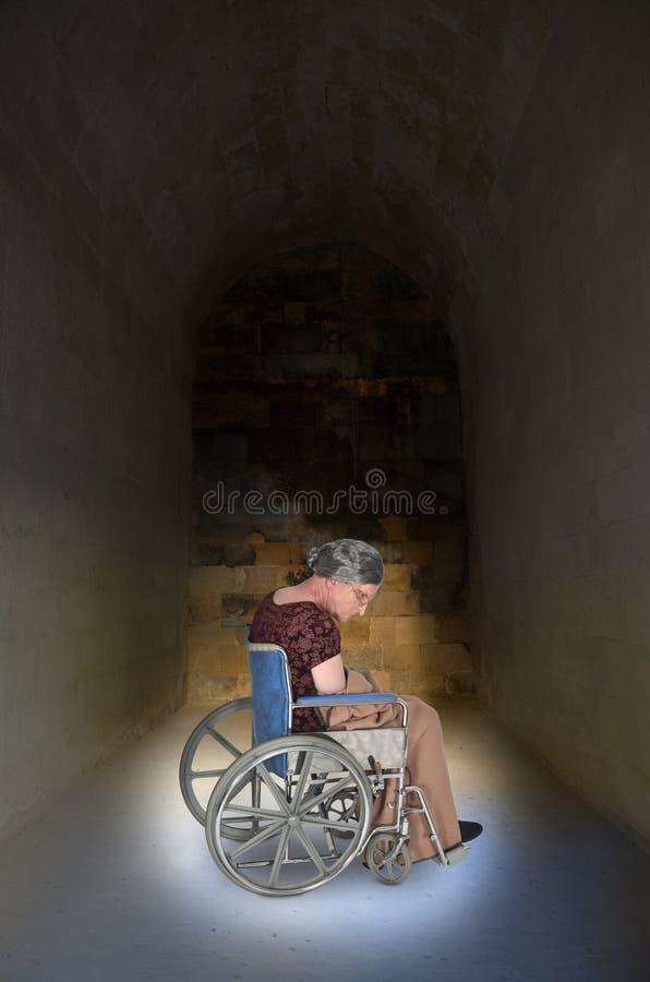Osamotniona, Smutna Stara Starsza kobieta w wózku inwalidzkim, obraz stock