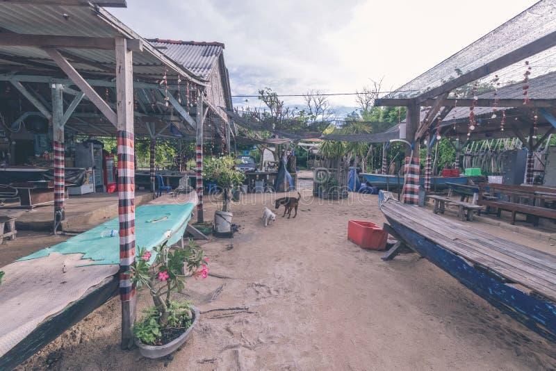 Osamotniony gazebo na plaży tropikalna wyspa Nusa Lembongan, Bali, Indonezja fotografia stock