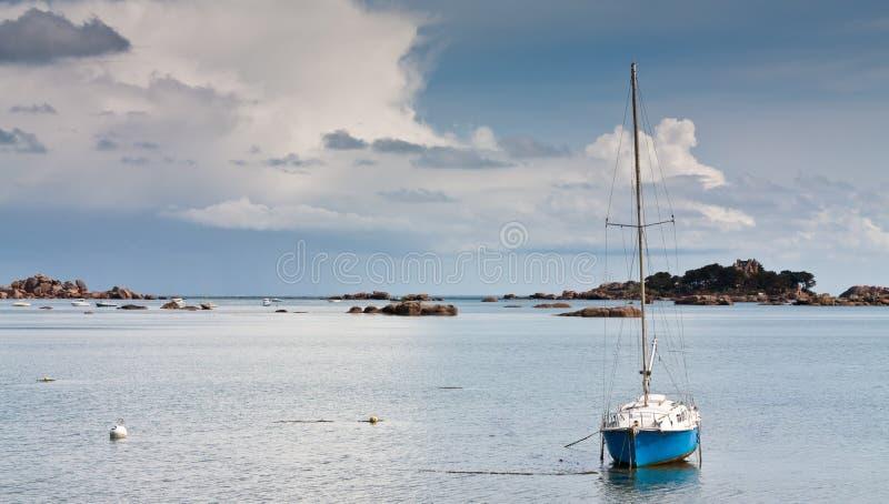 Osamotniony jacht fotografia stock