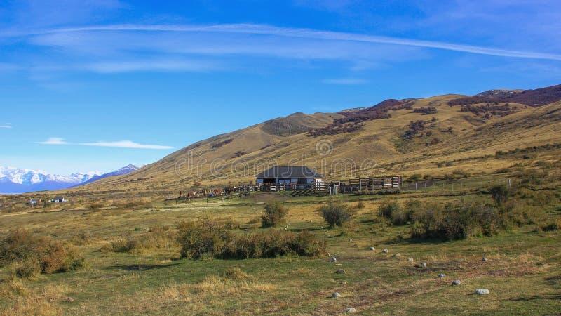 Osamotniony koński rancho w Patagonia fotografia stock
