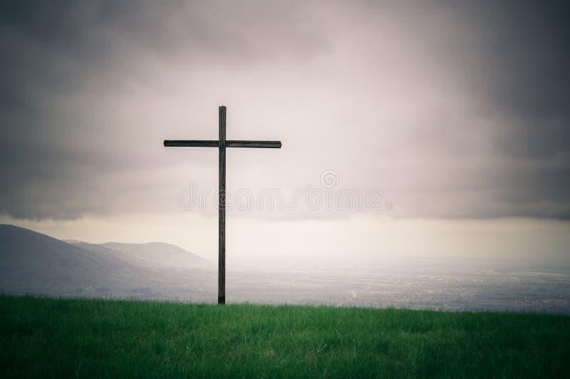 Osamotniony krzyż na horyzont seriach obrazy stock