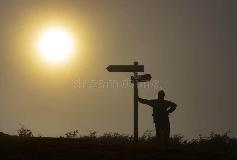Osamotniony pielgrzym z plecakiem Camino de Santiago w Hiszpania zdjęcia stock